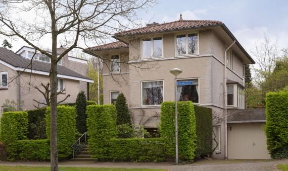 Prachtige villa aan het Tiberiusplein in Nijmegen Oost